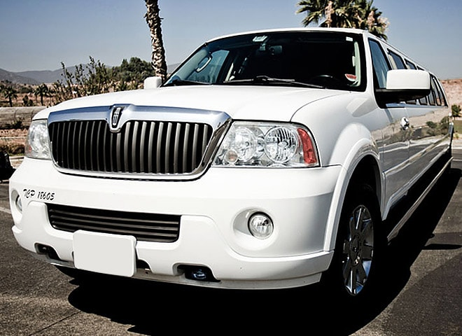 White Lincoln Limo Highland