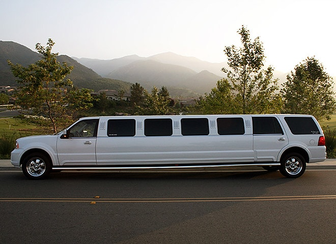 Highland White Lincoln Limo